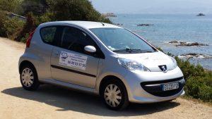 Peugeot 107 avec autocollants